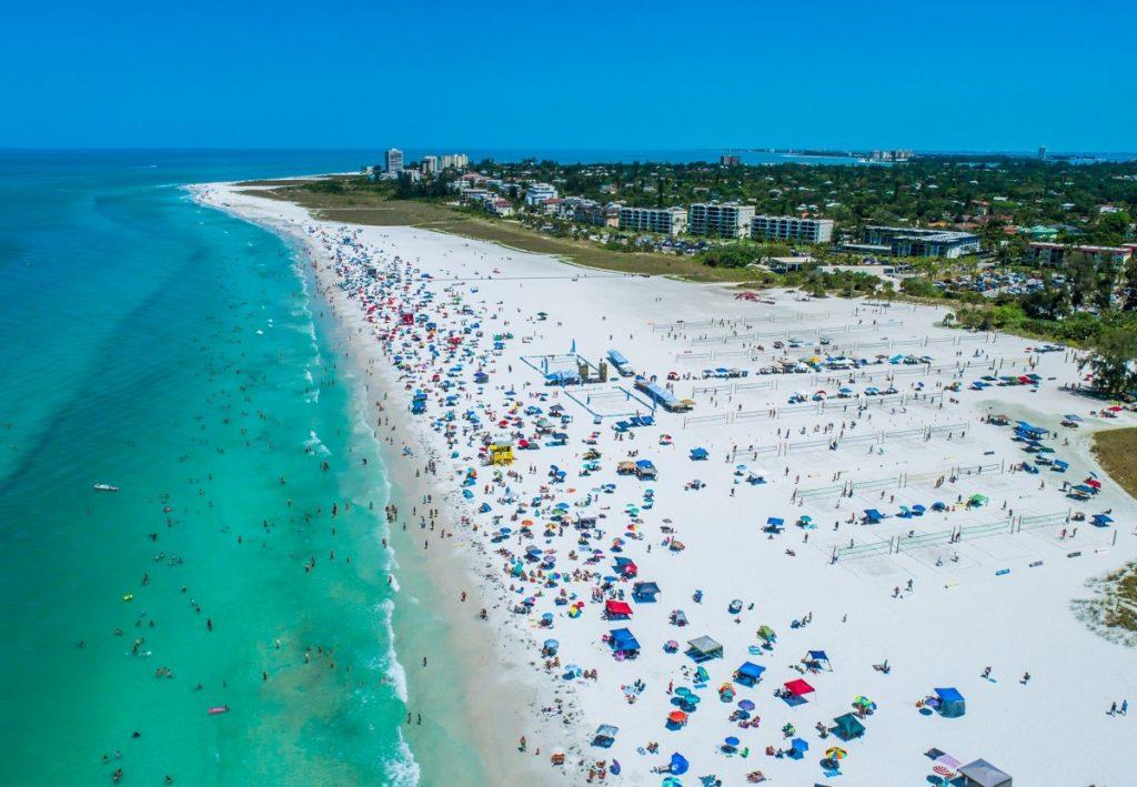 Full beach in Siesta Key, Florida